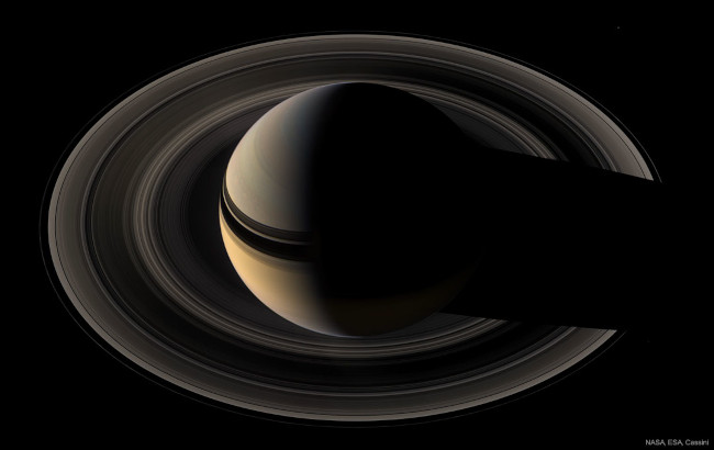 Srpek Saturnu - bližší popis hned za touto fotografií