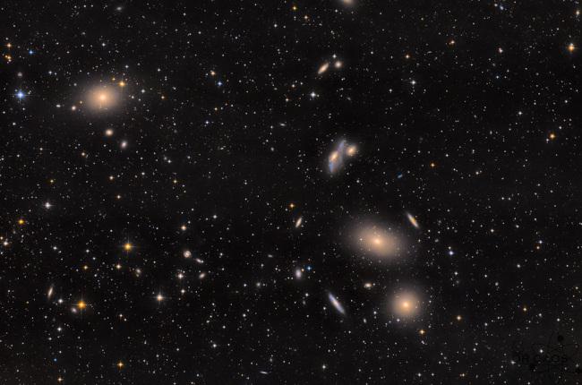 Kupa galaxií v Panně - bližší popis hned za touto fotografií